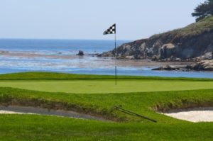 golf-green-near-water